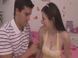 Cuki tini hatalmas mellekkel szexel partnerével