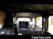Kurva a taxiba kefél egy nagyot