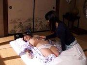 Érdekes eredeti japán szex videó a fürdetésről.