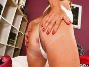 Trisha ötvenhárom éves szexis nő szereti  a popó s