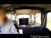 A taxis, nagyon megkéri a fuvar árát