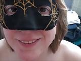 Élvezés maszkos mature nő melleire