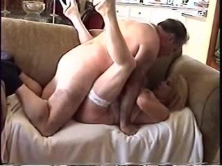 Érett szőke szexel apával a kanapén