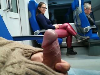 Nyilvános cumi a vonaton