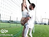 Német tini megbaszva a focipályán